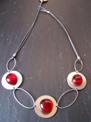 Collier rouge - verre et métal